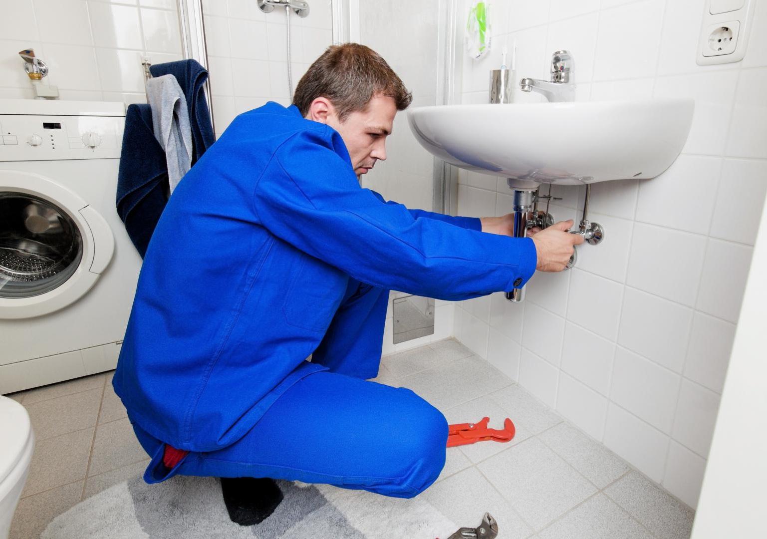 Quand faut-il faire appel à un plombier professionnel ?