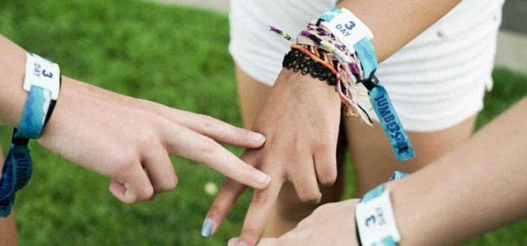 Incluez le bracelet personnalisé lors de votre prochaine campagne de levée de fonds